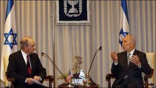 Simon Peres, presidente de Israel, y George Mitchell, enviado especial a Medio Oriente del presidente de Estados Unidos.