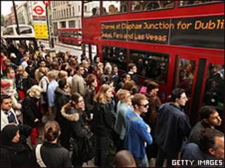 Ponto de ônibus em Londres