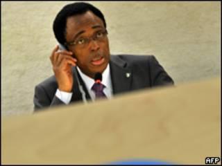 O embaixador Martin Uhomoibhi durante uma sessão do Conselho (junho/2009)