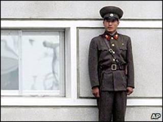 Soldado norte-coreano em Panmunjom, na fronteira com a Coreia do Sul