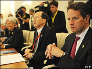 El secretario del Tesoro de EE.UU., Timothy Geithner, durante la reunión del G-8