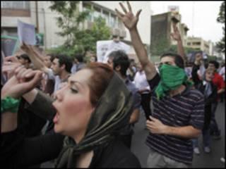 manifestantes ocuparam ruas de Teerã