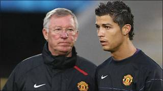 HLV Ferguson (trái) và Ronaldo