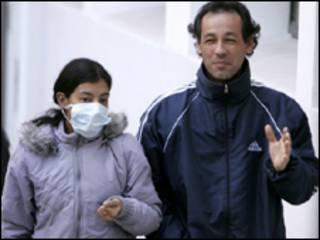 Argentinos usam máscaras como medida de prevenção. Foto: AP