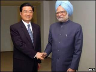 Hu Jintao e Manmohan Singh em Ecaterimburgo
