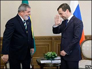 Dmitry Medvedev (dir.) e Luiz Inácio Lula da Silva em Ecaterimburgo