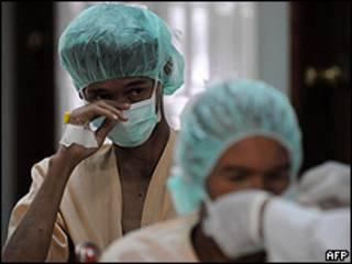 Pacientes ingresan a la unidad para casos de virus A en un hospital de Honduras.