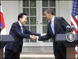 Tổng thống Obama và người tương nhiệm Nam Hàn ông Lee Myung-bak