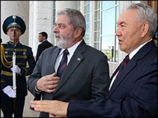 Luiz Inácio Lula da Silva é recebido pelo presidente do Cazaquistão, Nursultan Nazarbayev Foto: Ricardo Stuckert/PR