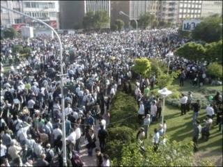 راهیپمایی چهارشنبه میان ولیعصر و هفت تیر