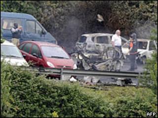 Coche destrozado por bomba en el País Vasco