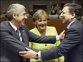 Sócrates, Merkel e Barroso na reunião da UE