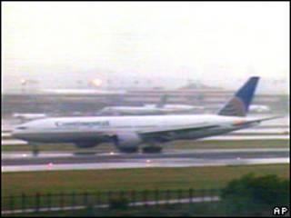 El avión de Continental aterrizando en Nueva York
