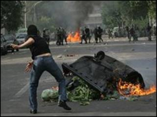 Iranianos desafiam o líder supremo do país, o aiatolá Ali Khamenei
