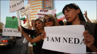 Mujeres iraníes protestan en Los Ángeles