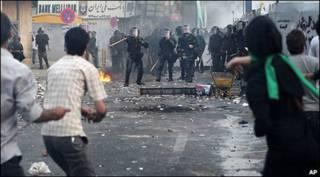 دیگری معترضان با پلیس ضدشورش - شنبه 20 ژوئن