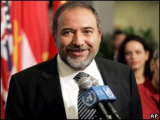 O embaixador de Israel no Brasil, Giora Becher (Foto: José Cruz/ABr, 29/1/2009)