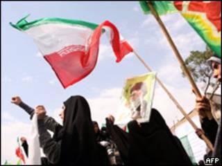 Estudiantes se manifiestan en Teherán.