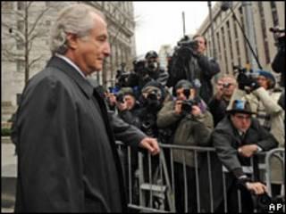 مادوف يواجه الصحفيين في مايو الماضي