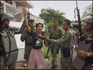 Cảnh sát Indonesia bắt người