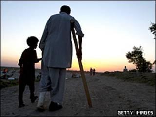 مرد و کودک آواره افغان
