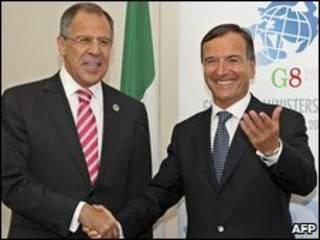 Ngoại trưởng Ý Franco Frattini và ngoại trưởng Nga Sergei Lavrov