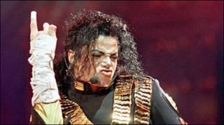 Michael Jackson ra đi ở tuổi 50 sau cơn đau tim đột biến.