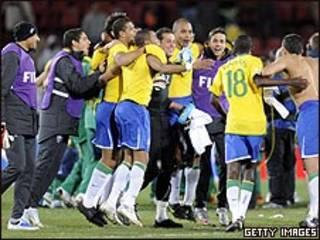 فرحة لاعبي البرازيل بالفوز