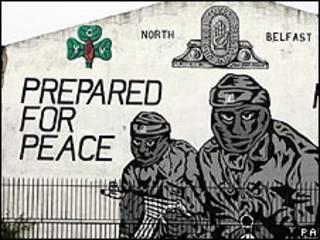 Mural de paramilitares lealistas en Irlanda del Norte