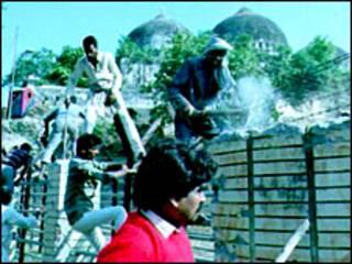 बाबरी मस्जिद विध्वंस के बाद सांप्रदायिक हिंसा फैल गई थी