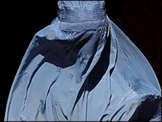 Mulher vestindo o niqab
