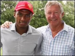 Antonio Valencia và Sir Alex Ferguson
