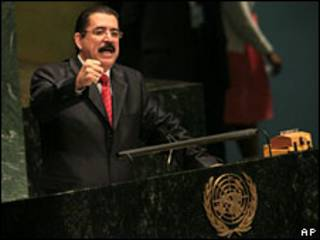 O presidente deposto de Honduras, Manuel Zelaya, em discurso na Assembleia Geral da ONU