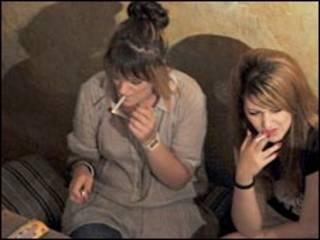 مدخنات يونانيات
