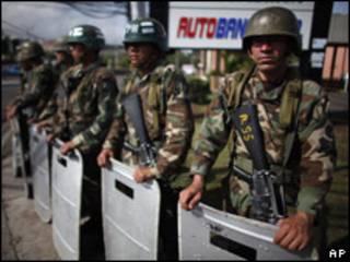 Militares hondureños.