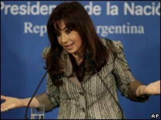 A presidente da Argentina, Cristina Kirchner, durante entrevista coletiva na última segunda-feira (AP)