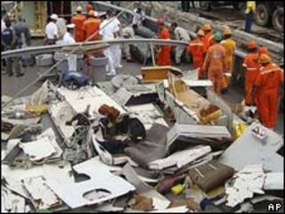 Restos del avión de Air France que cayó al mar.