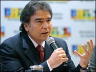 O ministro da Saúde, José Gomes Temporão, durante entrevista coletiva nesta sexta-feira (Foto: Wilson Dias/ABr)