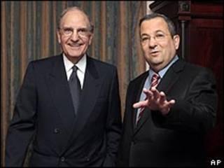 جورج ميتشيل وإيهود باراك خلال اجتماعهما في نيويورك