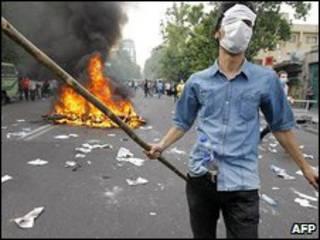 متظاهر ايراني