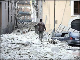 Pueblo italiano de L'Aquila durante el terremoto.