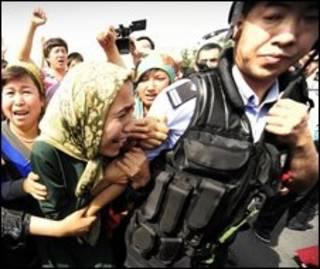 Protestos em Xinjiang.