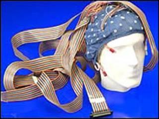 Modelo de cabeza con cables