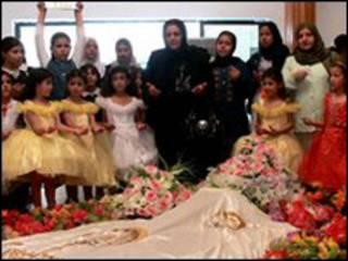 De visita a la tumba de Saddam / Foto de 2008