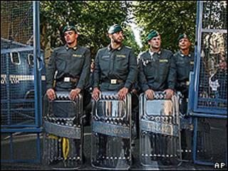 Policiais durante manifestação em Roma