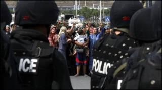 Phụ nữ Uighur biểu tình