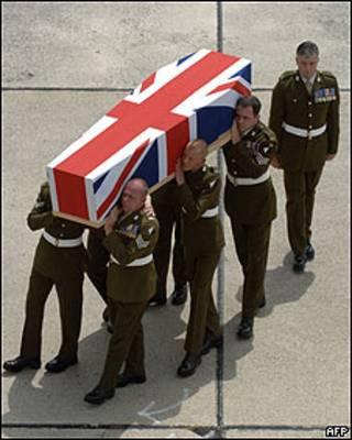 Ataúd de soldado británico fallecido en Afganistán