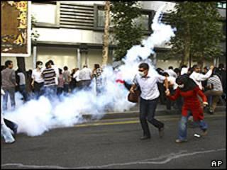 گاز اشک آور در تهران