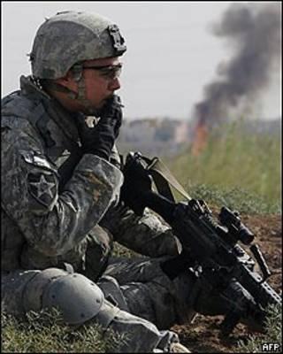 Soldado estadounidense fumando en Irak
