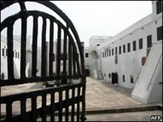 Entrada al castillo esclavista de Costa del Cabo